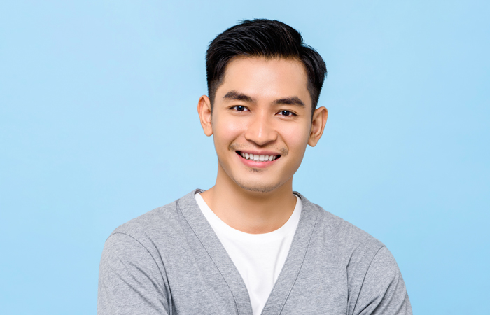 Want to makeover your smile? 4 common treatments that our dentist uses in dental makeovers